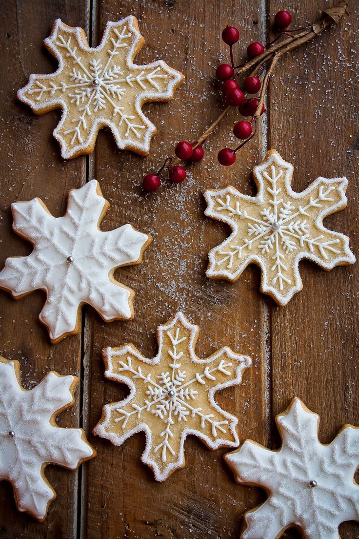 Hint of Vanilla: Snowflake Sugar Cookies