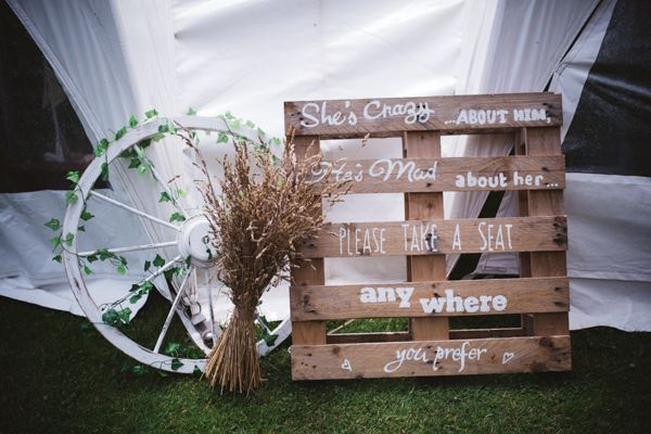 Rustic pallet wedding sign // The Natural Wedding Company