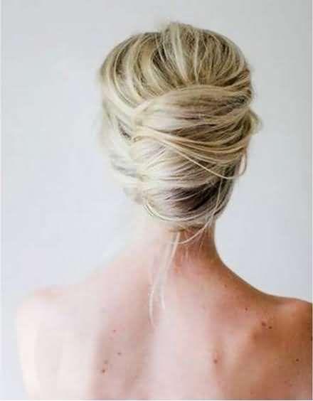 Όταν έχεις μακριά μαλλιά μπορεί το καλοκαίρι να δεινοπαθείς με την ζέστη και να σου περνάει από το μυαλό να τα κουρέψεις, αλλά σίγουρα έχειςμια τεράστια γκάμα με καλοκαιρινά χτενίσματα, για να επιλέξεις ανάλογα με την περίσταση.