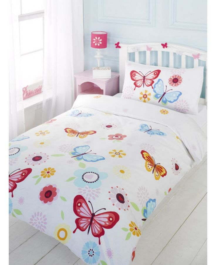 This Butterfly Single Duvet Cover and Pillowcase Set is perfect for little girlie girls. The design features a collection of pretty butterflies and flowers on a white background, and would look great in any bedroom.