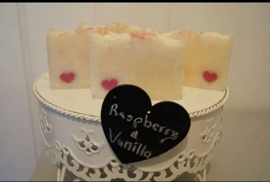 Black Raspberry and Vanilla.  Little heart embed.