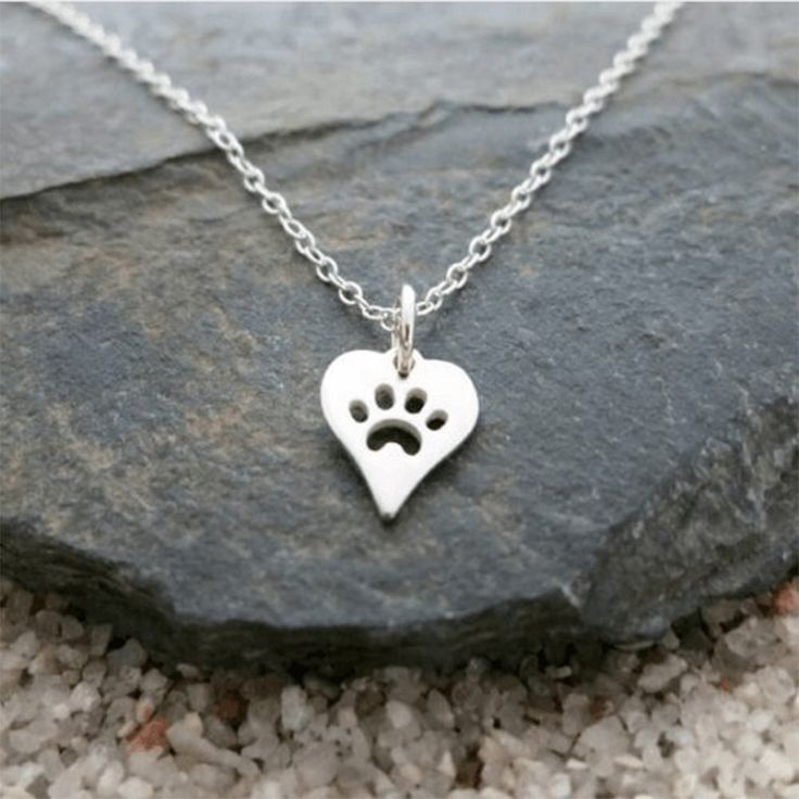 dog-paw-print-heart-necklace-for-women-animal-pet-puppy-palm-paw-mark-print-necklace