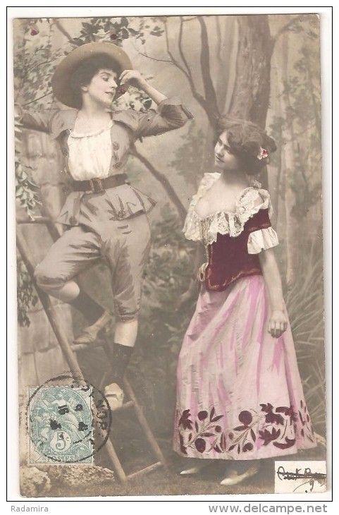 """Carte Postale Ancienne """"Filles dans le jardin. Cerise!"""" France."""
