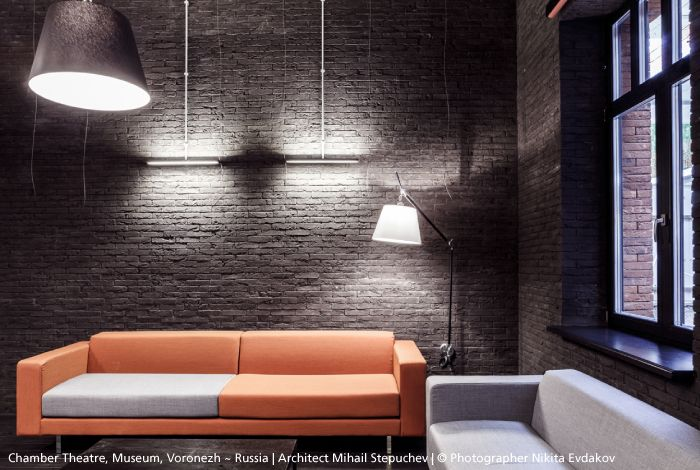 Why not mix the black body of the #Tolomeo Mega wall with an ecru parchment…