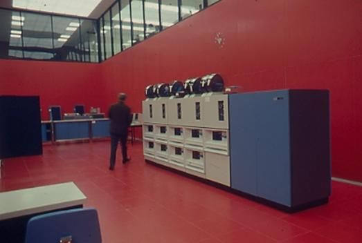 """""""the Red Room"""" with the IBM 360/75"""