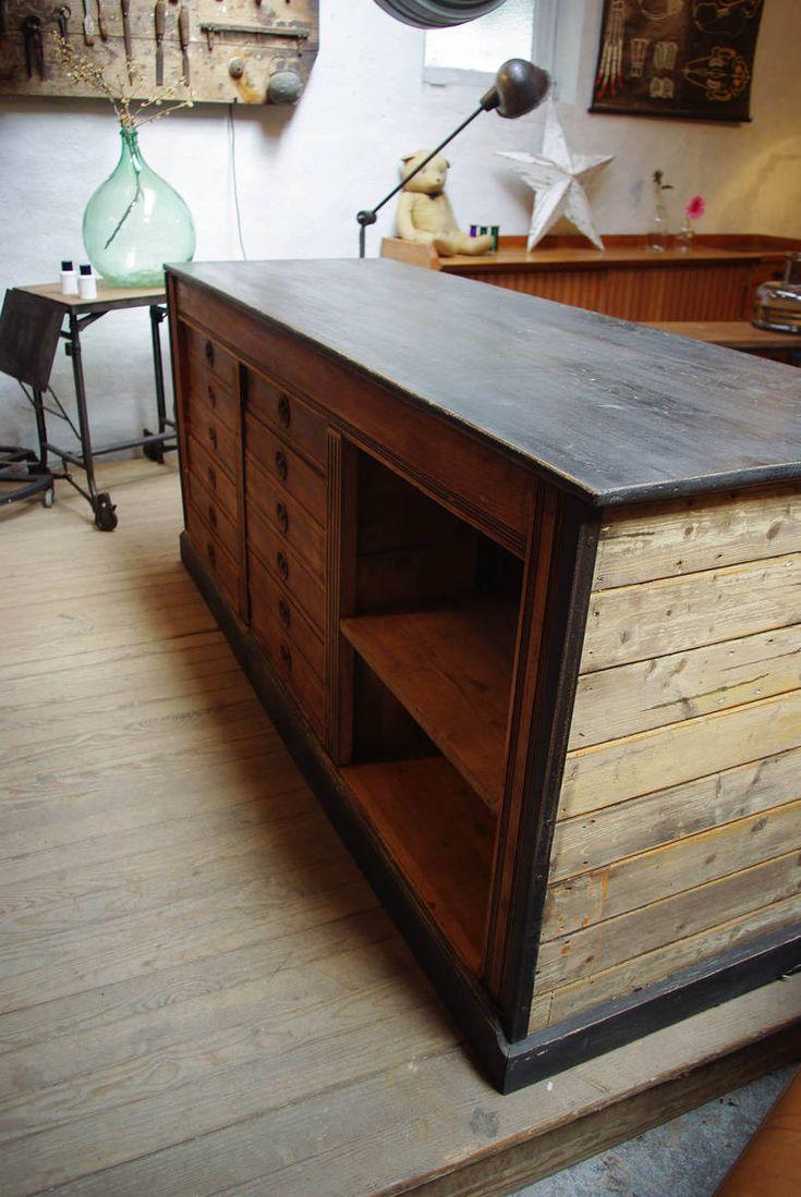 Comptoir de commerce en bois par le Marchand d'Oublis