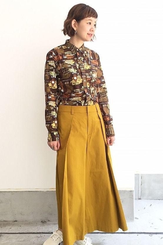 スカートライクワイドパンツ  こちらのワイドパンツは腰まわりのタックが入っているので、スカートのようなシルエットで女性らしく着て頂けます。素材は綿が100%の為、さらりと履き心地抜群です。