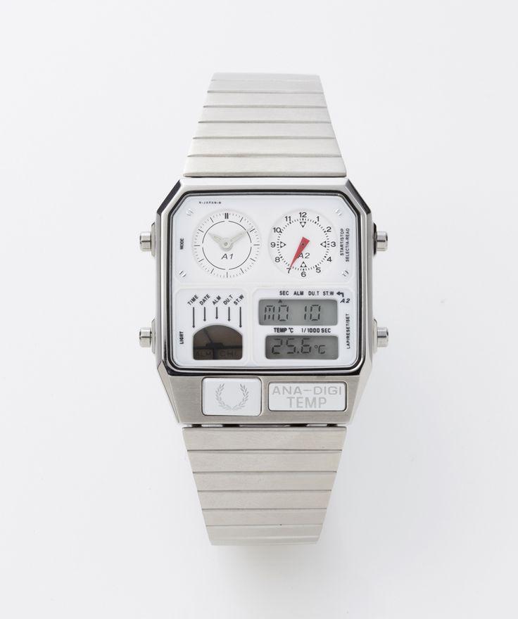 基本スペック:<br>素材:ステンレス/クリスタルガラス<br>防水:日常生活防水<br>サイズ:縦:35.4mm、横:31.0mm、厚み:8.0mm<br>機能:クロノグラフ(1/1000秒、12時間計)、アラーム、ストップウォッチ、カレンダー、温度センサー、ライト、電池寿命予告<br>時間精度:平均月差±15秒以内、カレンダー月末修正機能<br>電池寿命:約2年、保証:1年<br>付属品:オリジナルケース、取扱説明書、保証書<br><br>※保証書のお買上げ日・販売店名は空欄となりますが、納品書が販売元・購入日の証明となりますので保証書とともに納品書も保管していただきますようお願いいたします。