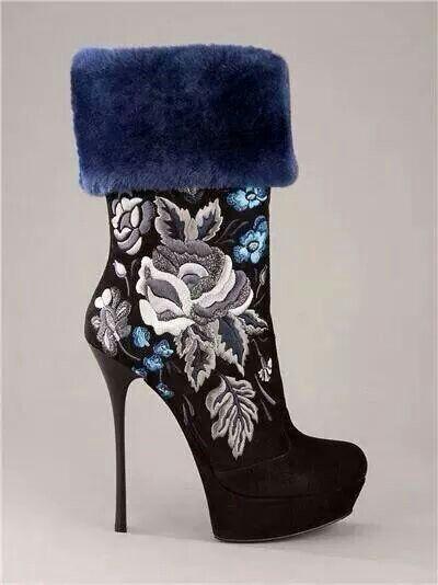 Blue fur flower stitched boot