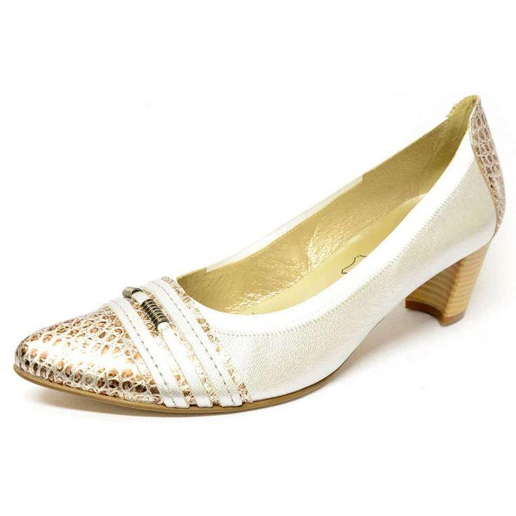 #trotteurs  #chaussure  #chaussurefemme  #grandetaille  #grandepointure  #femme  #mode  #gay #travesti  #femmes  #detente  #confort  #talonhaut