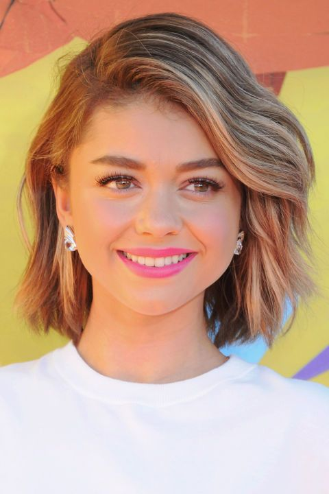 Sarah Hylands textured bob haircut. See it and 9 other pretty celebrity spring beauty looks worth trying. http://crazymakeupideas.com/tips-for-summer-makeup/