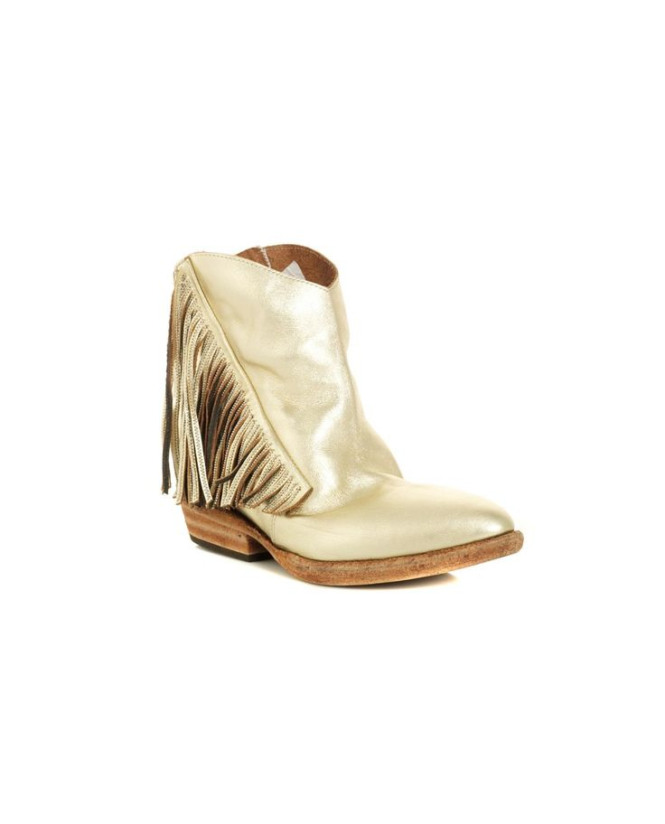 CINZIA ARAIA TEXAS STYLE BOOTS S/S 2016 Gold leather boots Texas style with fringes narrow toe two side zippers leather sole heel: 4 cm platform: 4 cm