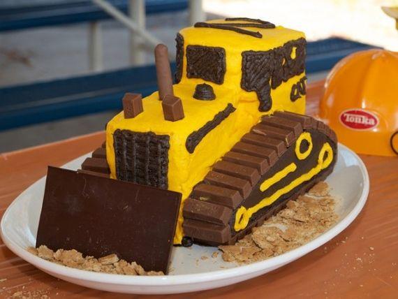 Bulldozer cake + 100 other easy kid cakes