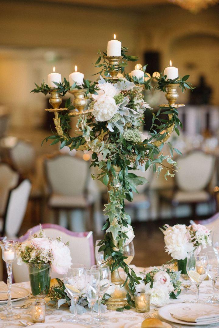 Gold Candelabra Wedding Centerpiece an elegant wedding centerpiece #weddingcenterpiece #elegantwedding #candelabra