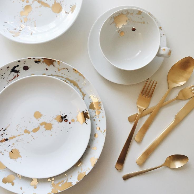 Looking to invest in your first adult dinnerware set? The Jonathan Adler 1948 5-piece Dinner Set is the way to go.