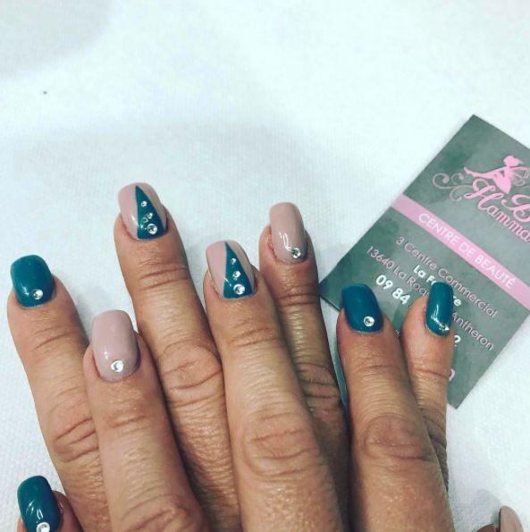 Voilà des couleurs qui changent un peu mais qui donnent un super rendu ! Encore une cliente satisfaite, pour notre plus grand bonheur 😀 #nails #nailart #ongles #manucure #beauté #soin #strass #laroquedantheron #aixenprovence