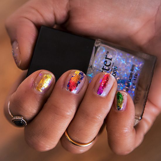 Pin now and save this for a weekend DIY manicure: easy foil nail art that takes less than five minutes. (Featuring a gorgeous new holographic overcoat!)Nailart, Foil Nails, Hot Nails, Colors Nails, Summer Nails Art, Prabali Gurung, Rainbows Nails, Nail Art, Diy Nails