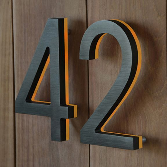 The Led Modern Bronze House Number Is Made From A Solid Piece Of Aluminum Interiordesignideasbedroom Interiordesignideas Hausnummern Hausnummern Moderne Haus