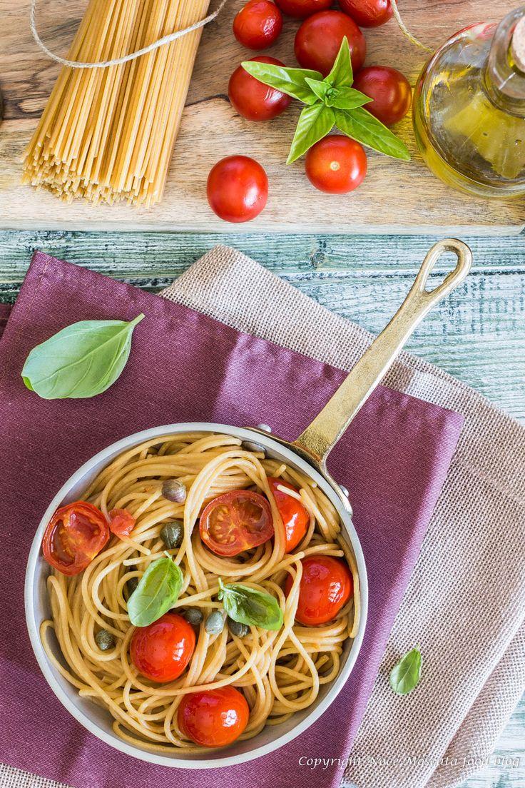 Spaghetti integrali con pomodorini e capperi food photography spaghetti with tomato