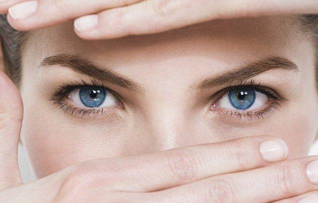 Близорукость (миопия) – это нарушение зрения, при котором человек плохо видит предметы, которые расположенные на дальнем расстоянии, но хорошо видит близко расположенные объекты. При близорукости изображение попадает не на область сетчатки, а в плоскость перед ней. Именно поэтому изображение воспринимается нечетким. Существуют разные немедикаментозные методики, которые помогают вылечить или улучшить зрение при близорукости. В этой …
