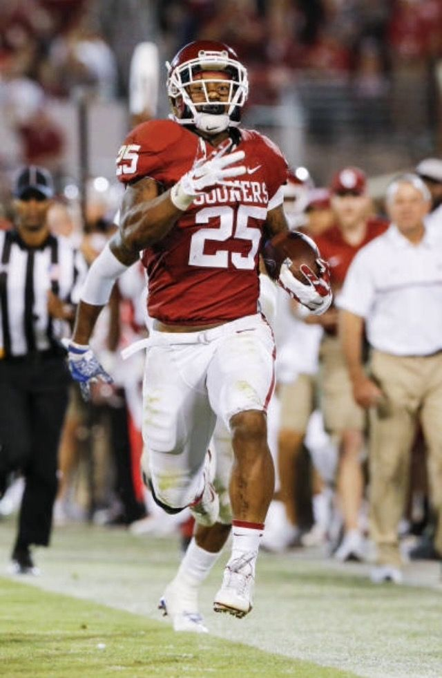 #25 OF THE OKLAHOMA SOONERS TRULY LIGHTING WHEN HE GETS THE ROCK!!!