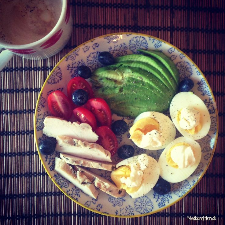 LCHF - breakfast: Boiled eggs, mayo, avocado, left over chicken, tomatoes and blueberries. And it's #dairyfree too!