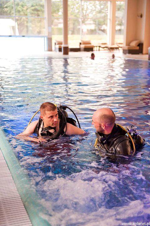 Nurkowanie w basenie