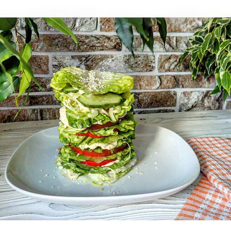 ▶ #овощная этажерка: салат романо, сладкий перец, помидор, сельдерей, лук порей, кунжут + два соуса: майонез из кешью и тхина  Вкушать с удовольствием😁👍  #сыроедение #вегетарианство #веганство #raw #rawlara #veg #vegan #vegetarian #сыроедныерецепты