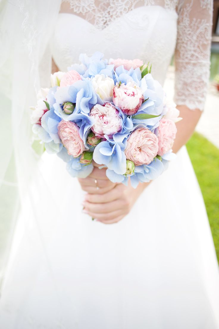 ПУТЕШЕСТВИЯ ДИМЫ И КАТИ Rose quartz and serenity blue wedding, travelling theme. Bridal blue gidranteas wedding bouquet with David austin roses, fine art