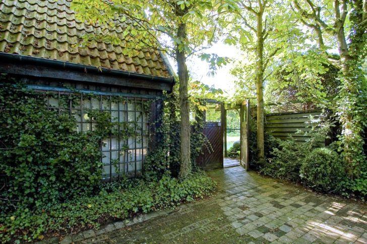 Per Fribergs egen trädgård. Kastanjer kronor markerar entrén.