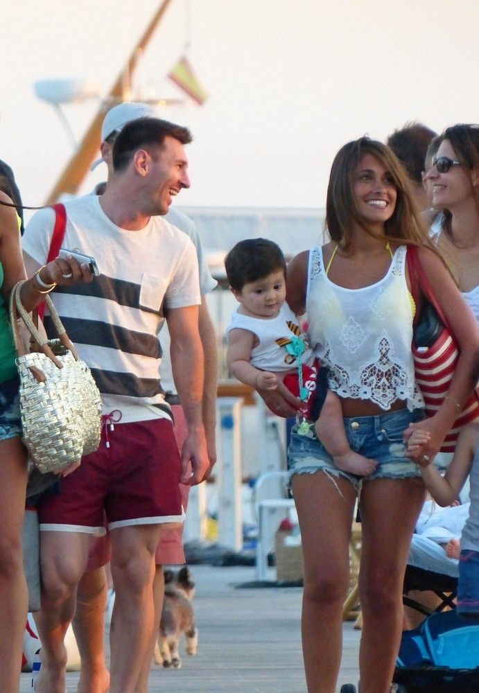 Lionel Messi Photos: Lionel Messi and His Wife Enjoy a Day at the Beach
