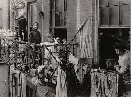 photos of turn-of-the-century American cities | picture, taken in 1908, of a New York tenement housing a family of ...