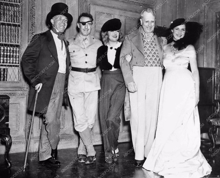photo candid Marion Davies William Randolph Hearst guests costume party 1104-20