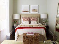 Спальня в американском стиле: небольшая двухместная кровать, которая упирается спинкой в стену и плетеный сундук для мелочей