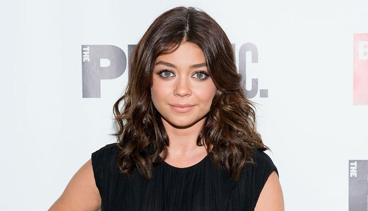 Sarah Hyland's New Bold Red Bob Is Perfect For Summer - SELF