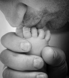 un homme accouche un bébé ...