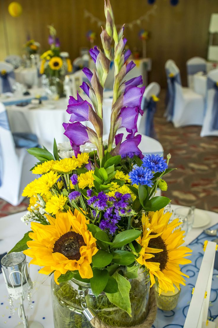 Beautiful sunflower bouquet as a centrepiece.