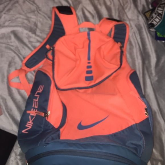 nike elite backpack Fairly used, great condition. For sale only will trade if only equal value or cash and another item! I paid full price Nike Bags Backpacks