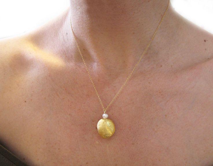 Contemporary charm necklace with pearls, gold necklace,asimenio mentagion, sxediastes kosmimaton
