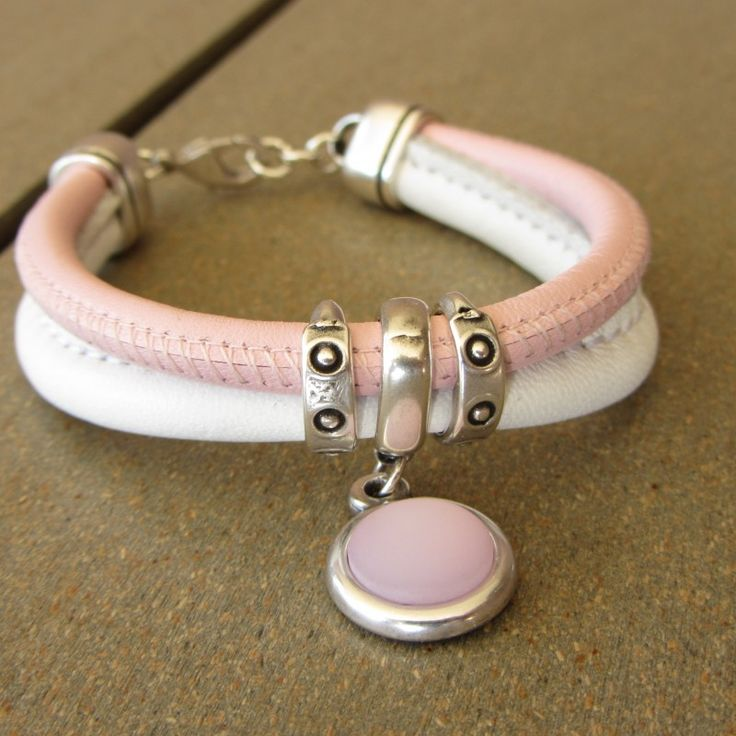 http://www.hollandstyleshop.nl/products-page/armbanden/armband-roze-en-wit/