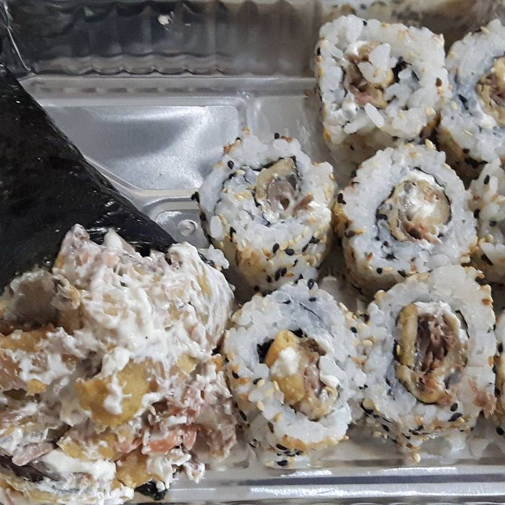 Hoje tem promoção ������Facebook domo emmel ������#sushi #lovefoods #lovesushi #japan #japanfood #sushilover #sushitime #foodporn #foodstagram #foodphotos #chef #cuisine #japanesecuisine #like4like #myphoto #myfood #mysushi #sashimis #sushiman #cucina# pousoalegre #foodies http://w3food.com/ipost/1505891412948276578/?code=BTmAELzF9Vi