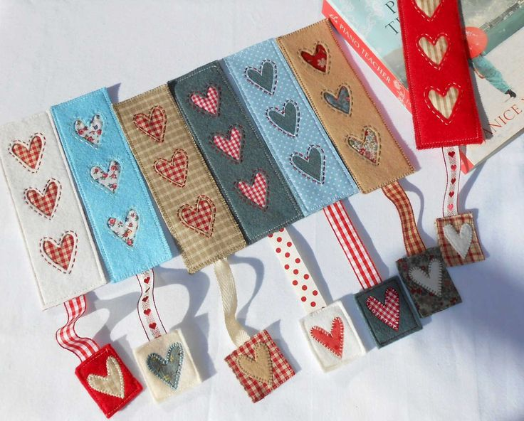 For every book there is a Patchsmith country heart bookmark. Especially when the pattern is free!
