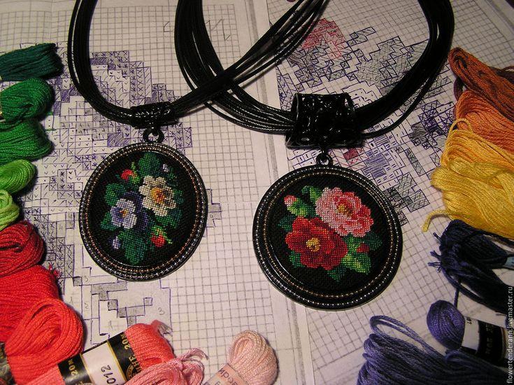 Купить Овальный кулон, украшенный микровышивкой - вышивка, петит поинт, petit…