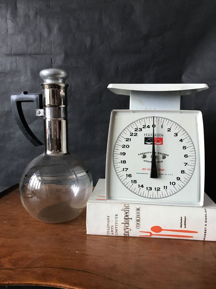 Kitchen scale, antique kitchen scale, midcentury modern kitchen scale, Hanson kitchen scale  Has some minor wear and rust It is in good condition. Still works well  Measures: 8.5 in height 5.5 inch depth 6 inch wide