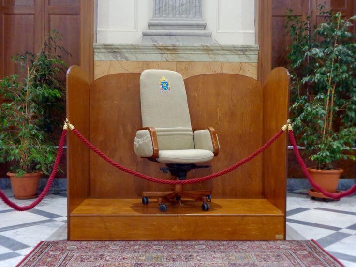 Poltrona personalizzata per Papa Francesco