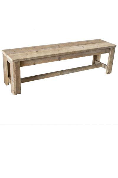 •Met de hand vervaardigde stevige bank gemaakt uit gebruikt steigerhout. •In de afmeting 130 x 40 x 45. •Deze bank is voorzien van open poten met daartussen een dwarsbalk.