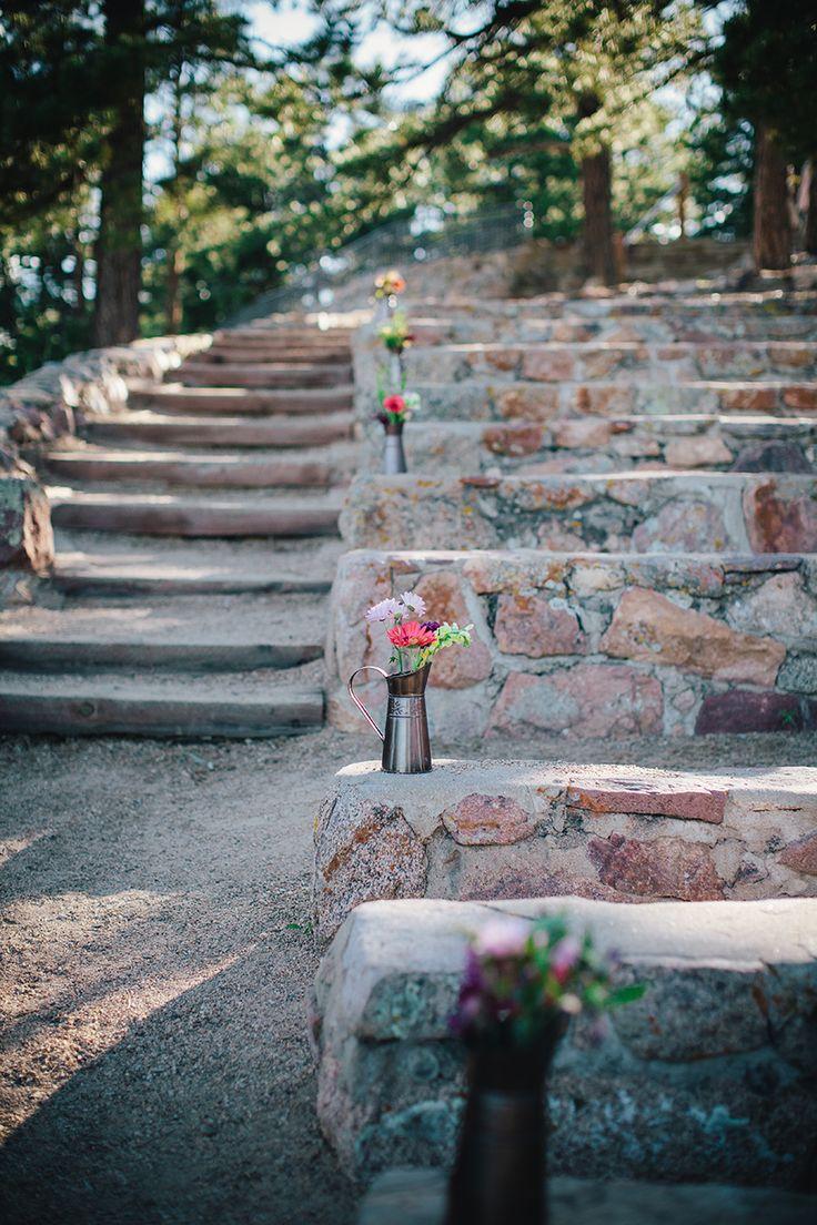 Boulder Wedding   Sunrise Amphitheater   SImple Flowers
