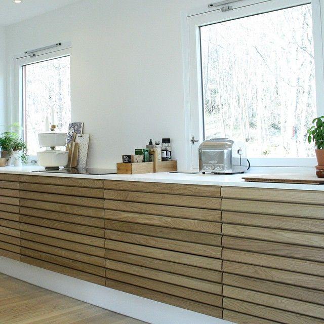 """33 likerklikk, 1 kommentarer – Svanekjøkken Skøyen (@svanekjokkenskoyen) på Instagram: """"Gunhild i Molde viser frem sitt nye Svane kjøkken i Massiv eik…"""""""