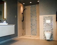 using the 2015 master bathroom looks in a compact space