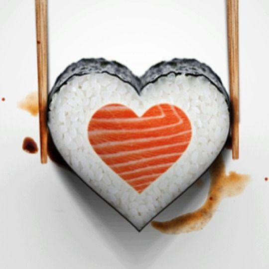 I wish you lots of love, Valentine's day, for more sushi pics follow me here: @makesushiorg #sushi #roe Also check out these sushirecipes here: www.makesushi.org/valentines-day-sushi-roll/